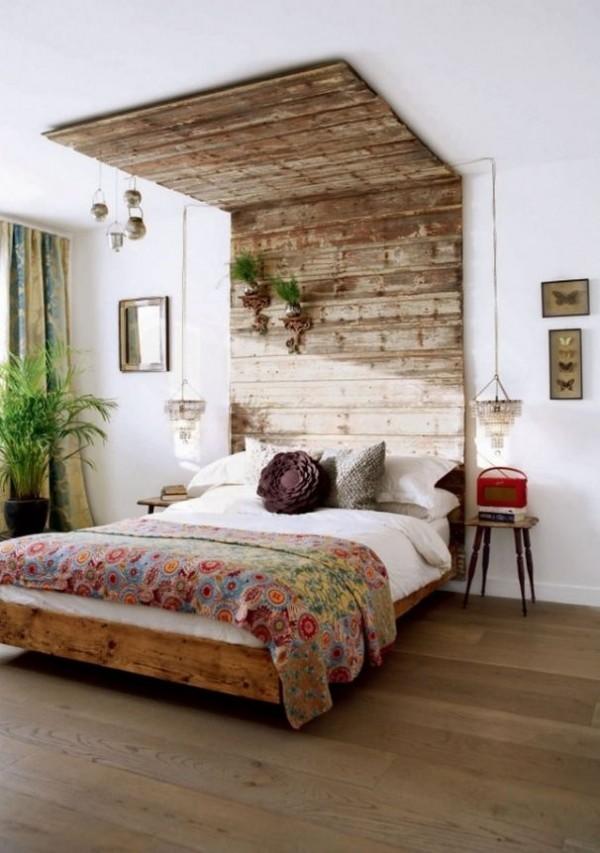 стена в спальне над кроватью деревянная