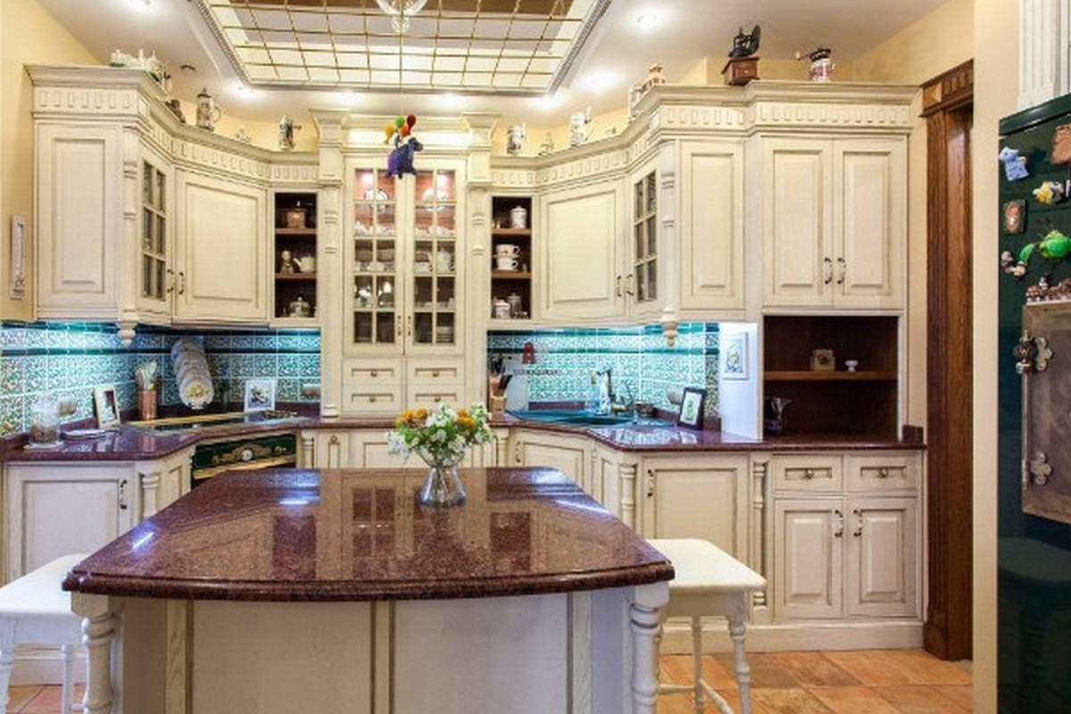 белая кухня в английском стиле любопытная планировка