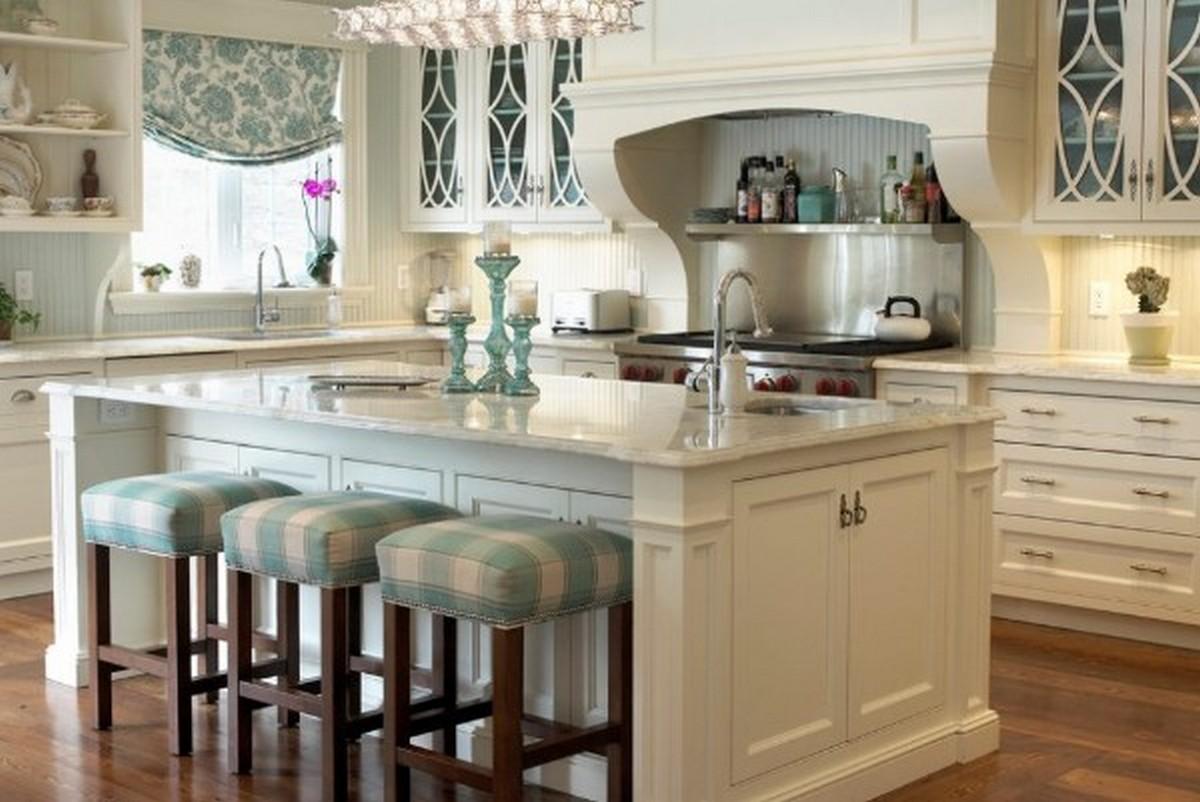 белая кухня в английском стиле с островом