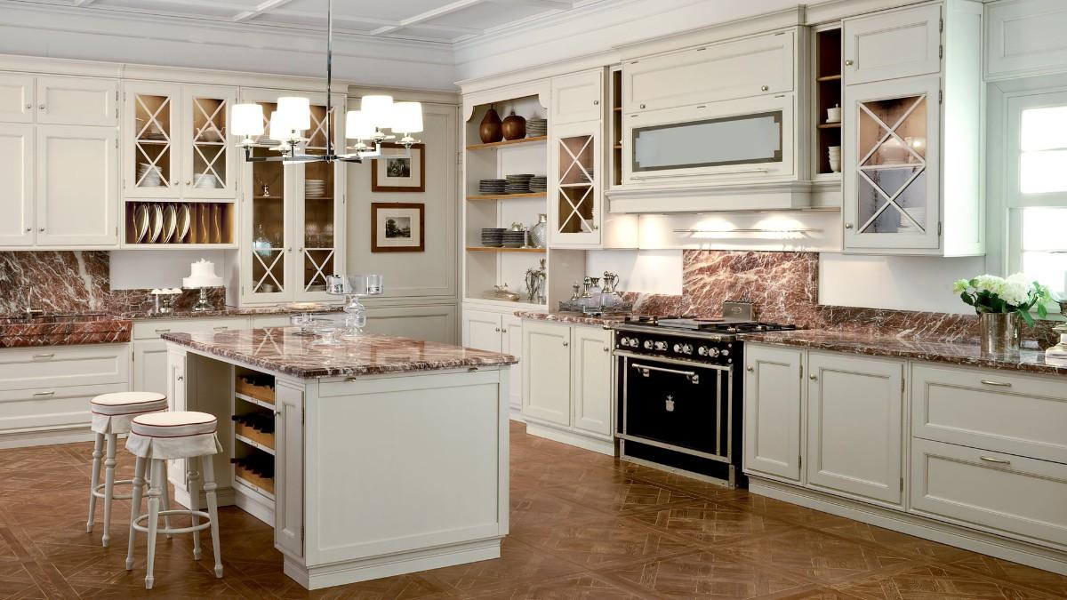 бежевая кухня с ярким акцентом чёрная плита