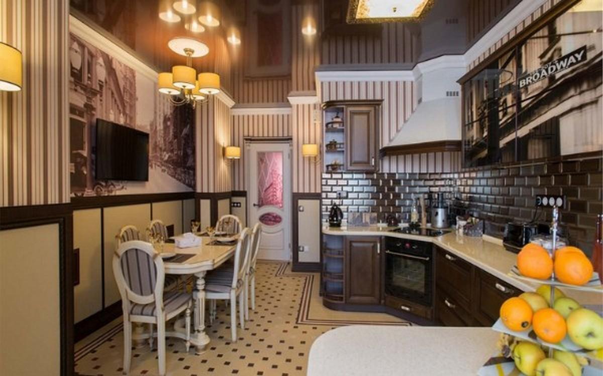 коричневая кухня в английском стиле со столовой зоной