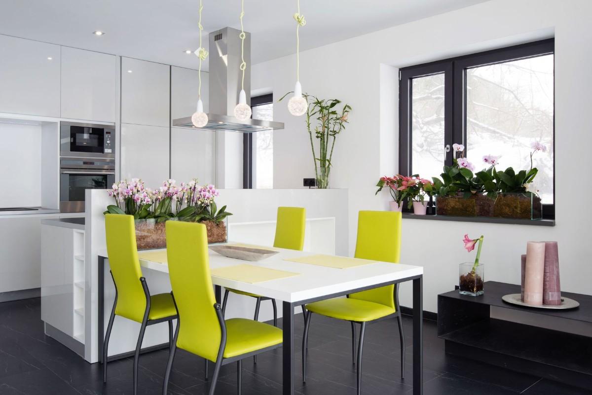 кухня с яркими салатными акцентами