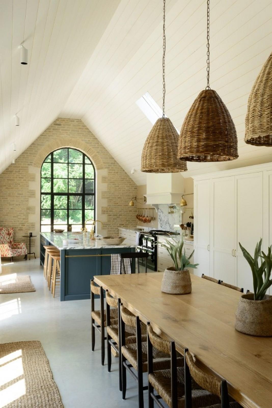 кухня в английском стиле на мансарде