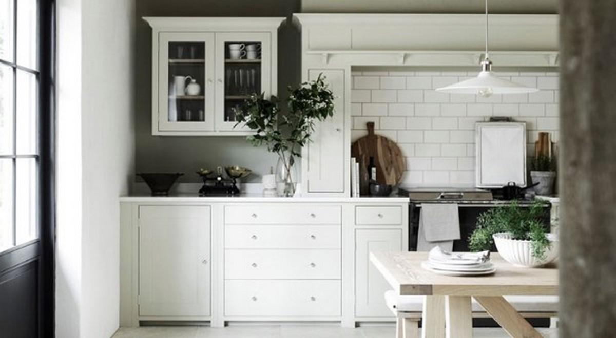 небольшая белая кухня в английском стиле