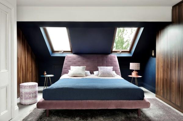 небольшая спальня в современном стиле в мансарде