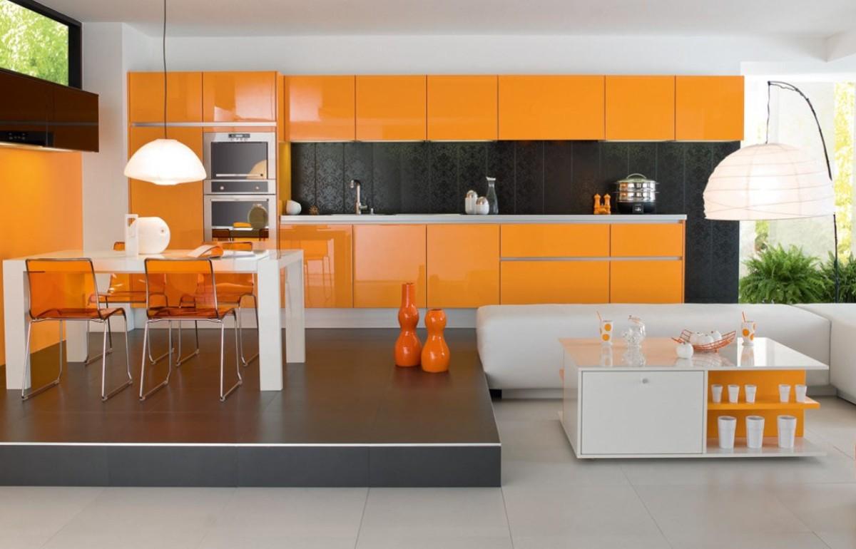 оранжевая кухня с яркими серыми акцентами