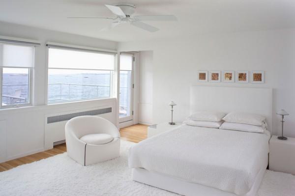 просторная белая спальня в современном стиле