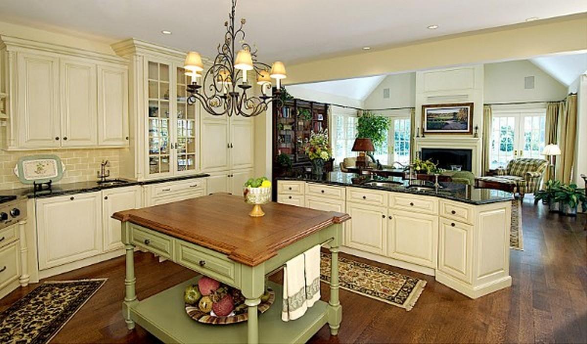 просторная кухня гостиная в английском стиле