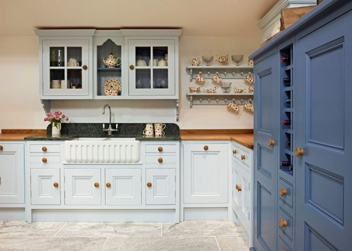 серо-голубая кухня в англиканском стиле