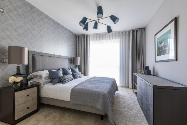 серо-голубая спальня в современном стиле