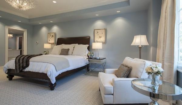 спальня в современном стиле серо-голубые стены
