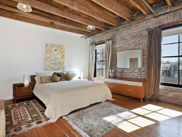 спальня в стиле лофт балки на потолке