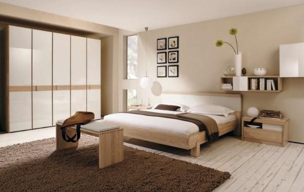 светло-бежевая спальня в мансарде в современном стиле