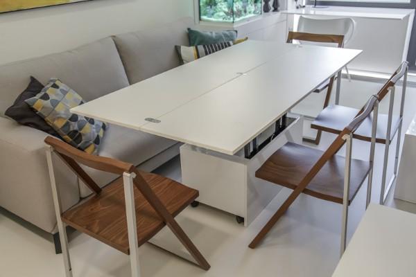 светлый раскладной журнальный стол