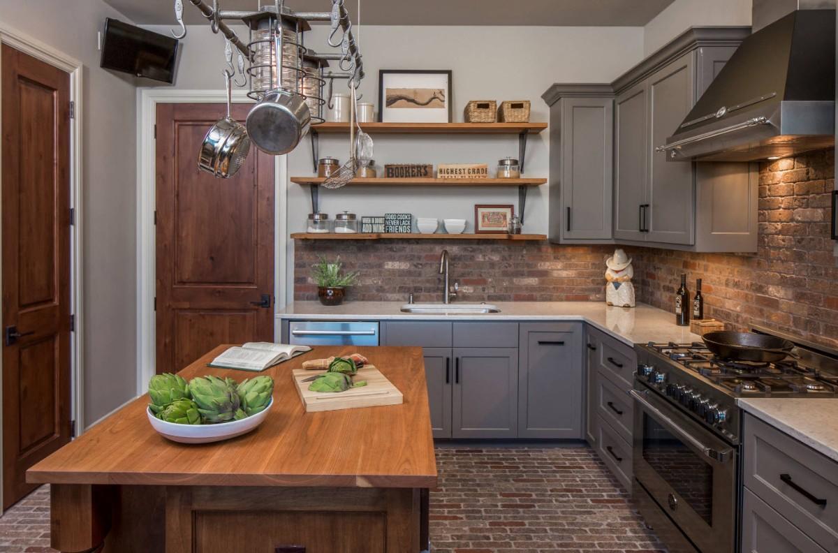 тёмно-серая кухня с яркими зелеными акцентами