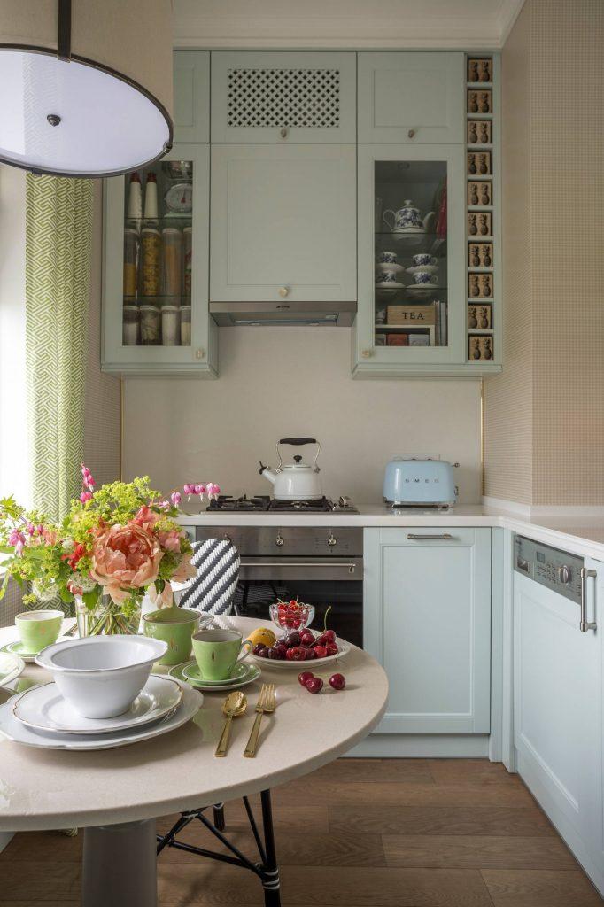 дизайн малогабаритной кухни бледно-голубой цвет