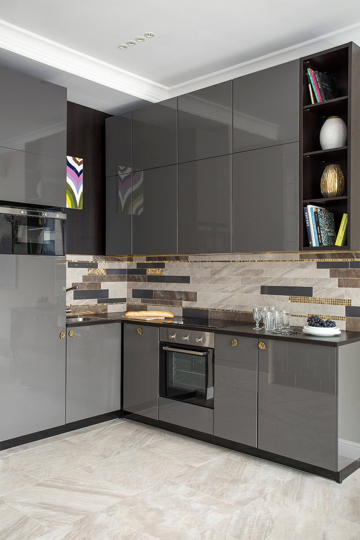 дизайн малогабаритной кухни серый цвет