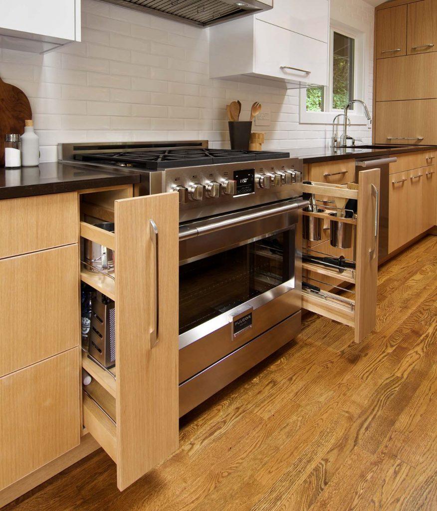 дизайн малогабаритной кухни системы хранения у плиты