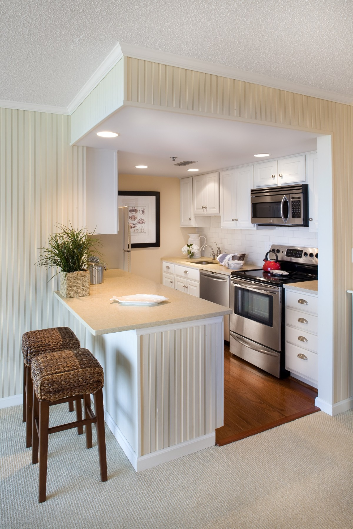 дизайн малогабаритной кухни в студии зонирование