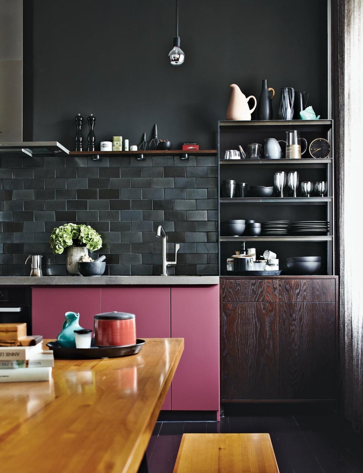 дизайн малогабаритной квартиры в тёмных тонах