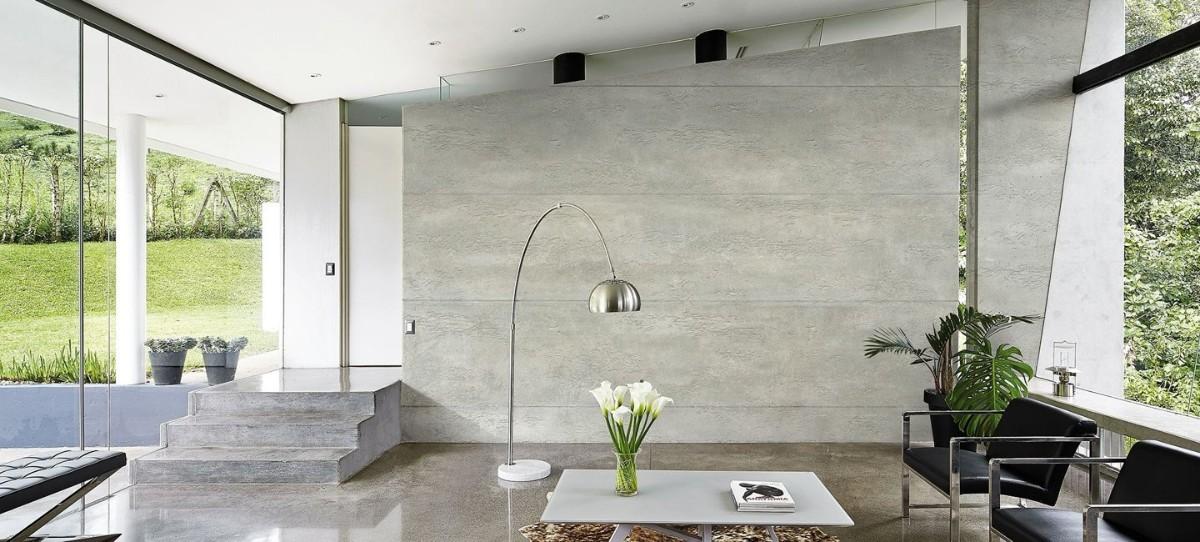 фактурная штукатурка серого цвета в роскошном интерьере