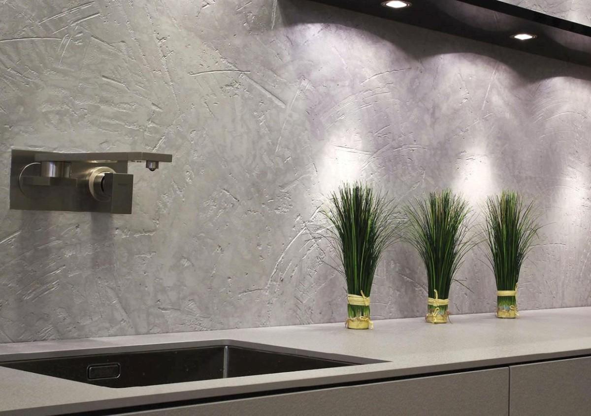 фактурная штукатурка в декоре кухонного фартука