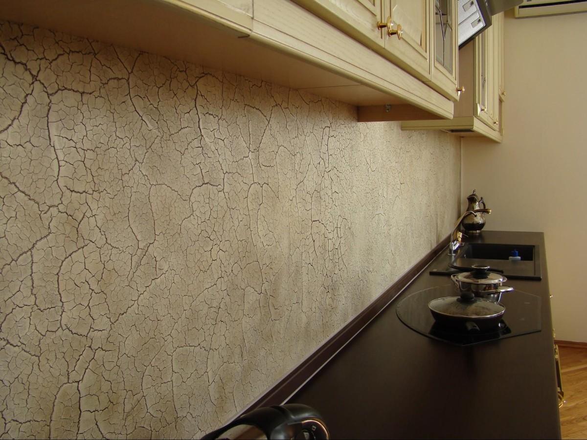 фактурная штукатурка в дизайне кухонного фартука