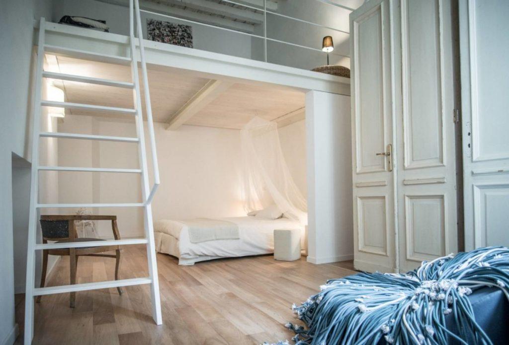 из однушки в двушку кровать на втором этаже