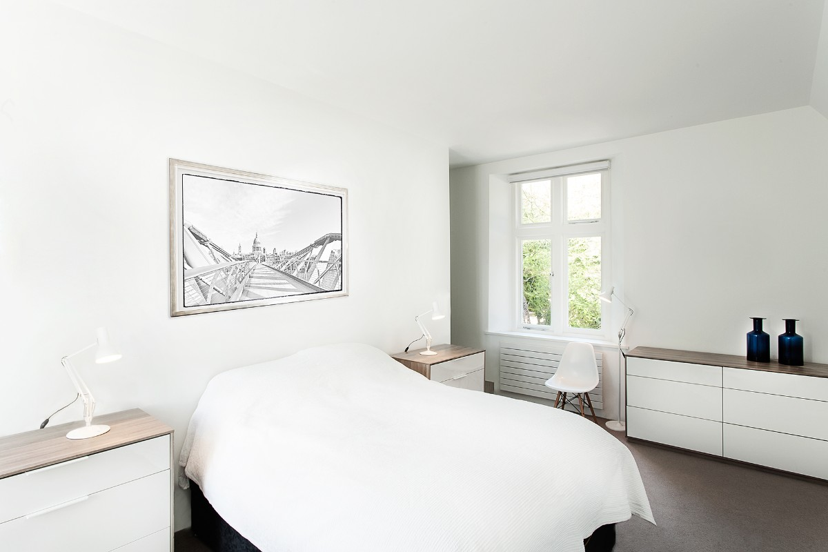 лаконичный дизайн спальня в белом цвете