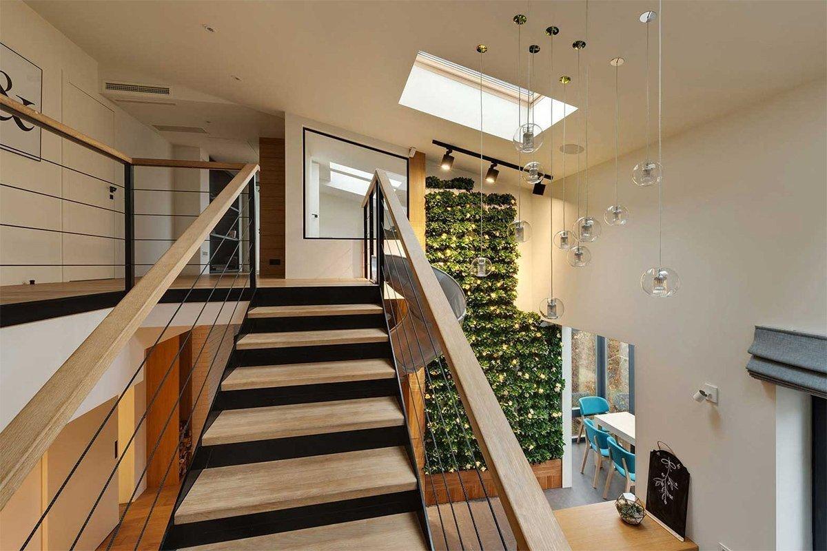 планировка двухуровневой квартиры акцент на лестницу