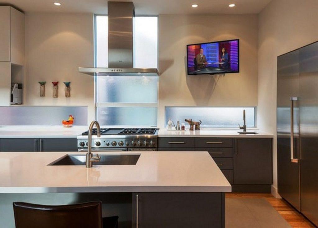 размещение телевизора на кухне поворотный
