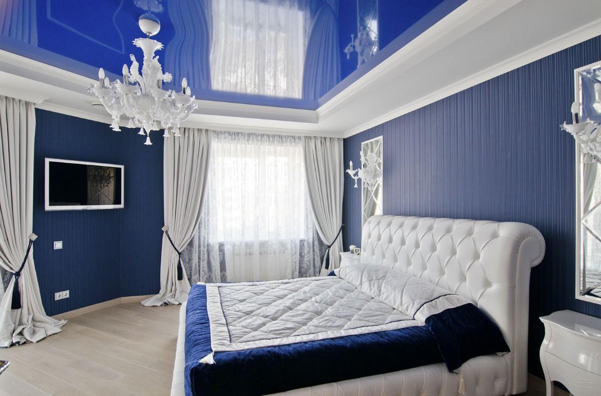 роскошная бело-синяя спальня фото