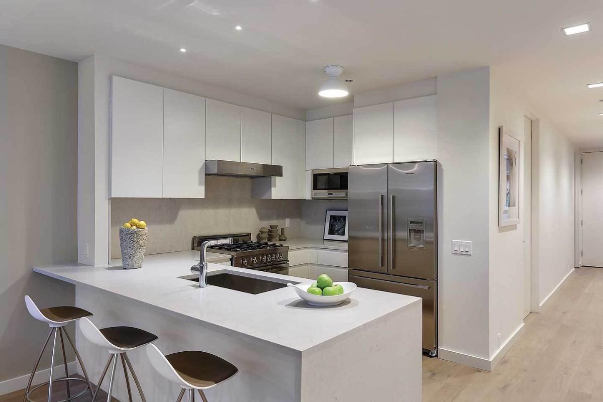 современный дизайн малогабаритной кухни открытая планировка в студии