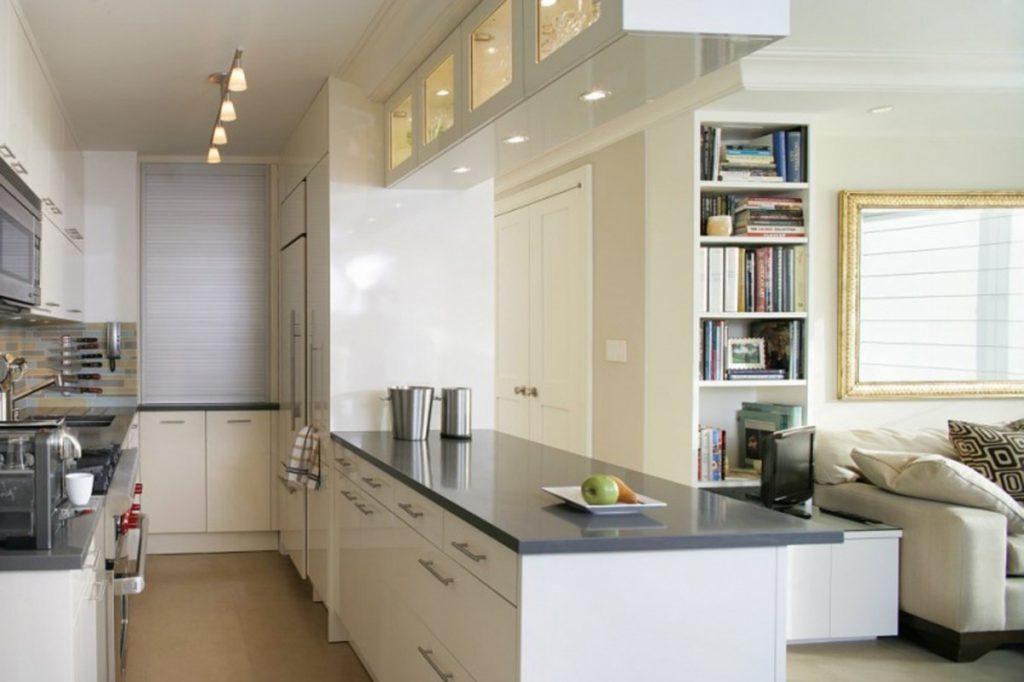 современный дизайн узкой малогабаритной кухни открытая планировка в студии