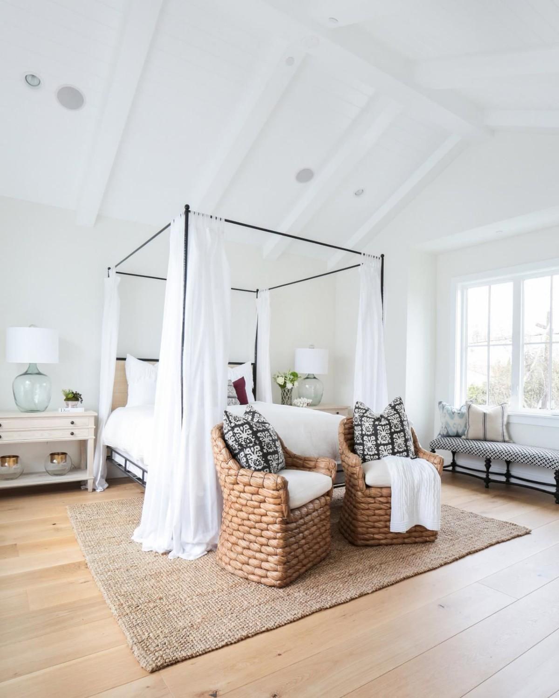 спальня в белом цвете дизайн мансарды