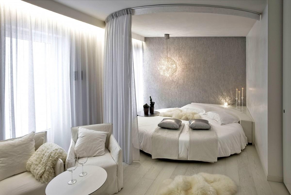 спальня в белом цвете пример зонирования