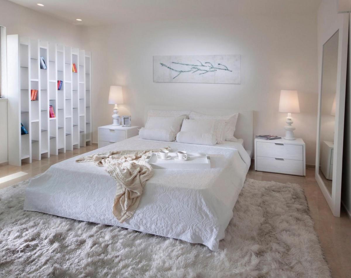 спальня в белом цвете с акцентами