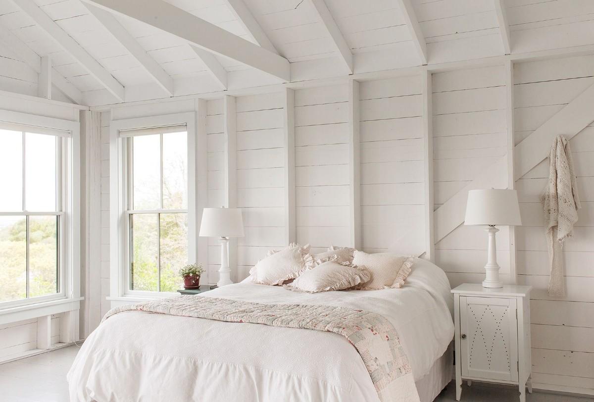 спальня в белом цвте с кремовым оттенком кантри фото