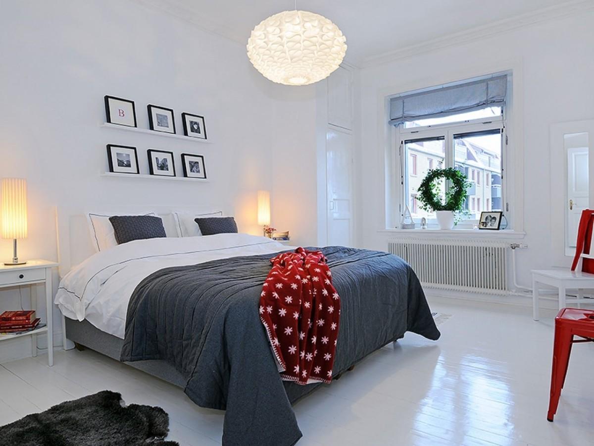 спальня в белом цвете с серыми акцентными фото