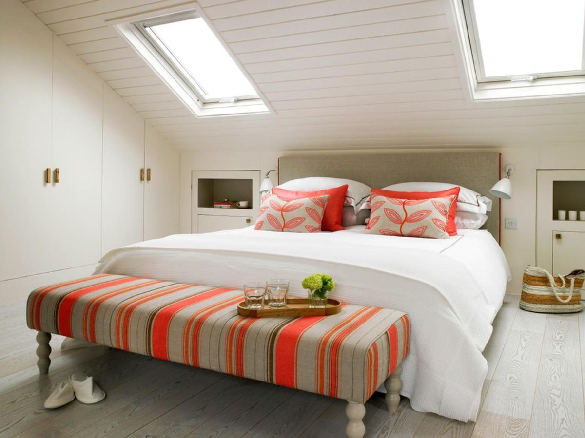 спальня в белом цвете в мансарде