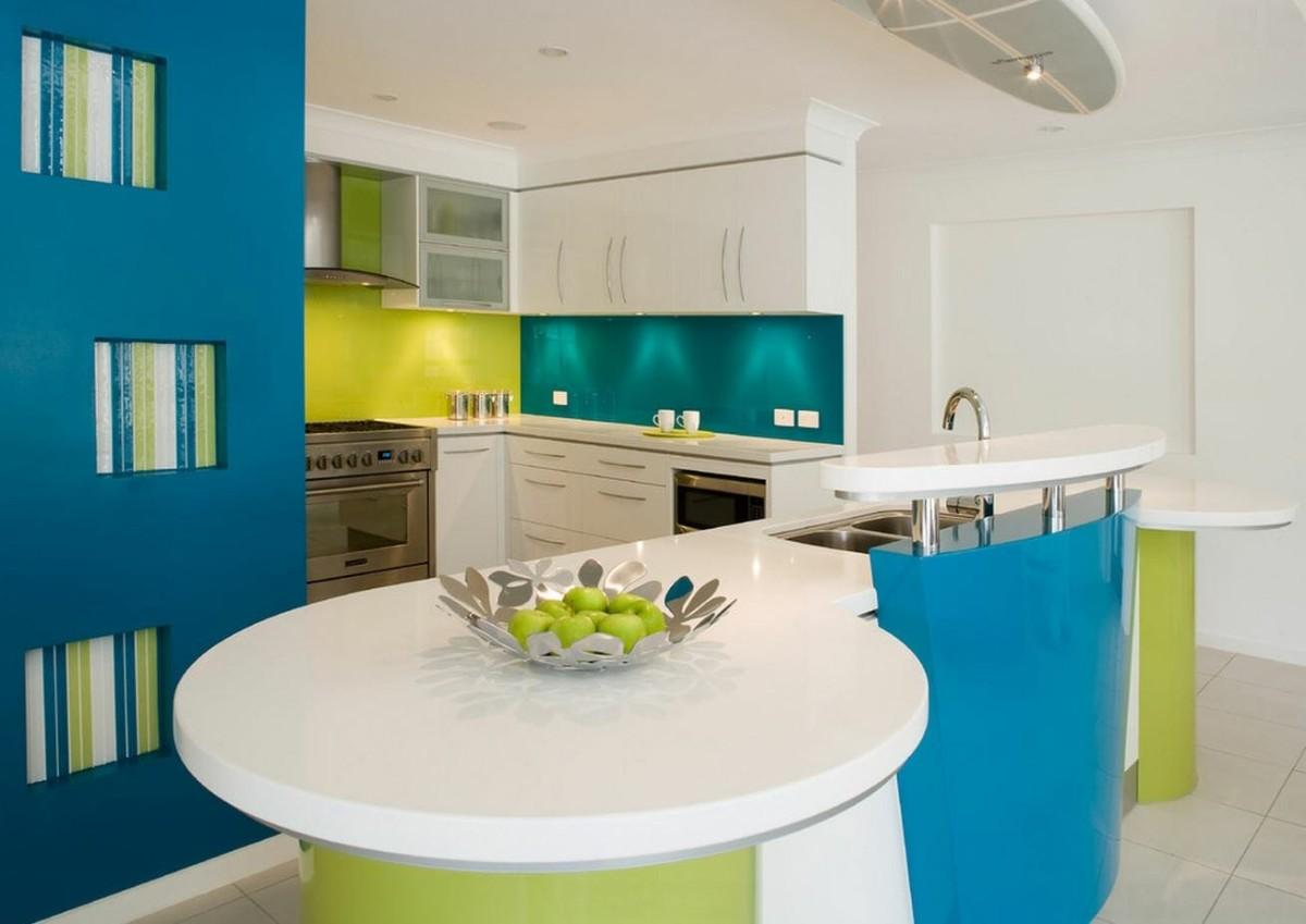 стильный дизайн малогабаритной кухни в студии