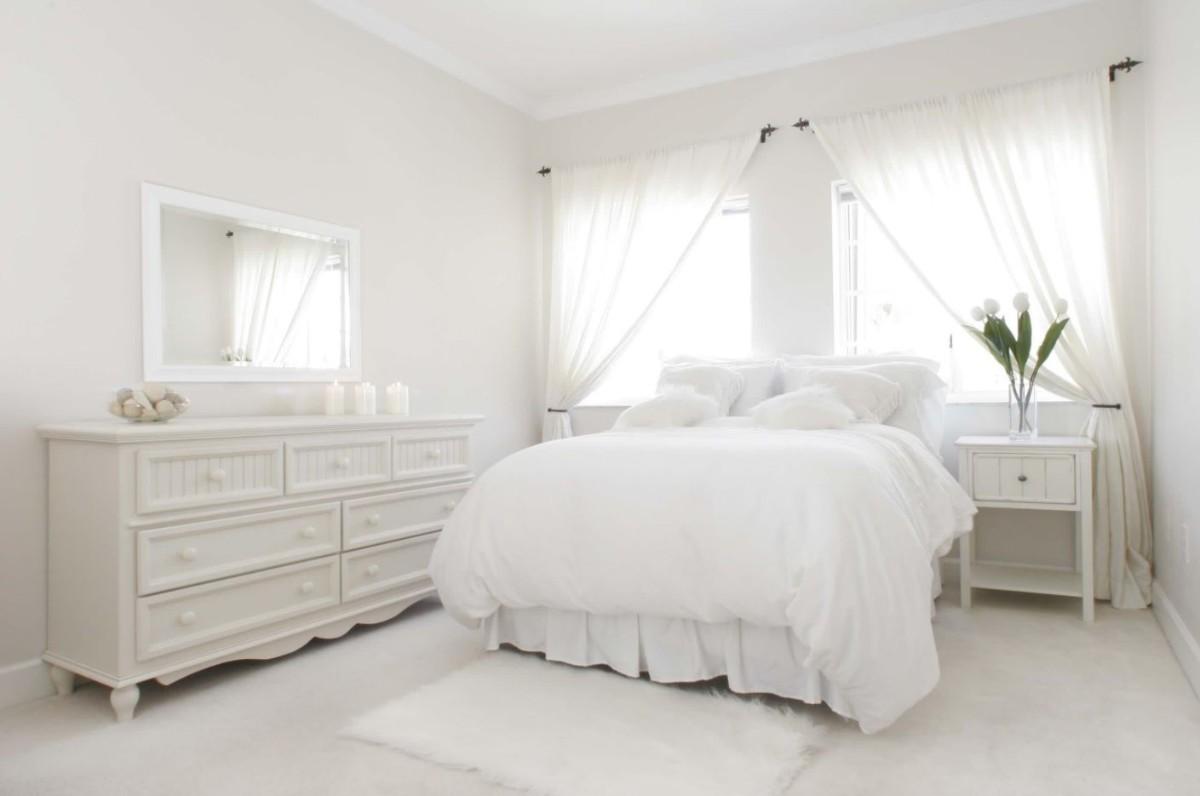 уютная спальня в белом цвете фото интерьера