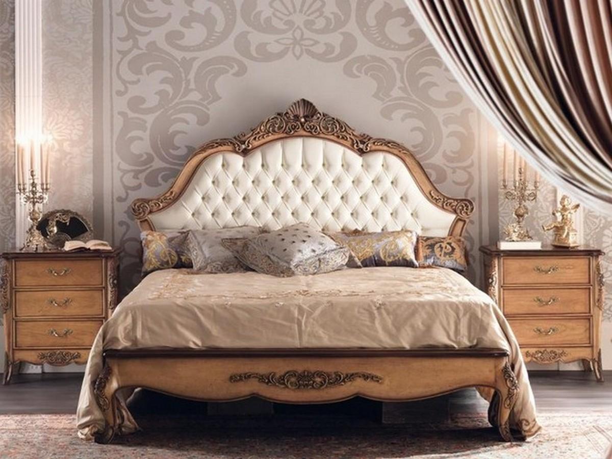 кровать в классическом стиле в интерьере