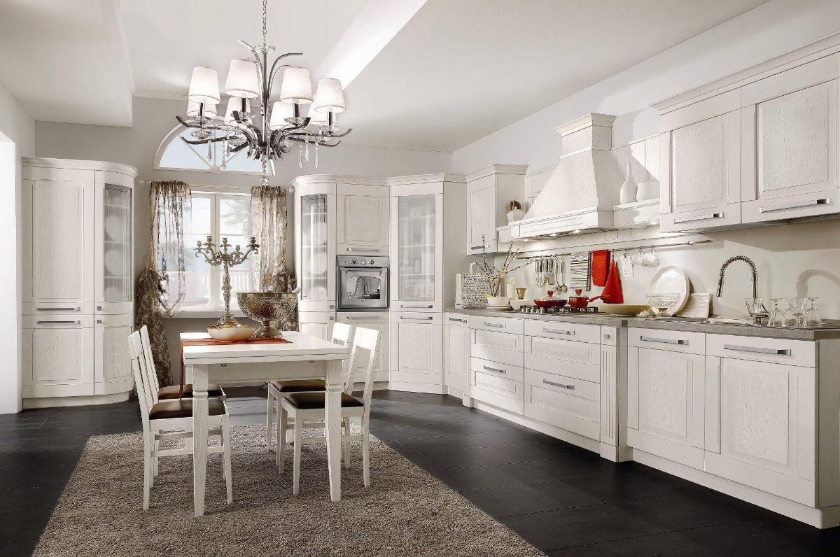 белая кухня с чёрным полом в классическом стиле