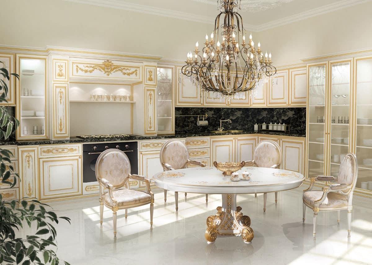 белая кухня в классическом стиле стулья медальоны