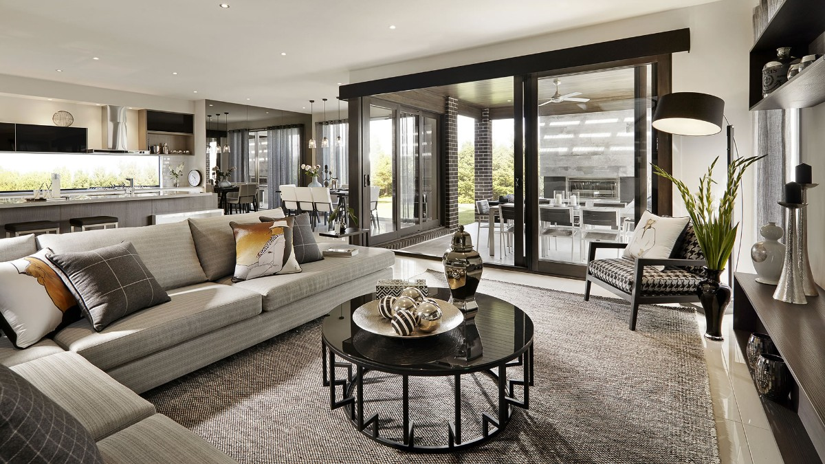 дизайн кухни гостиной в частном доме в сером цвете