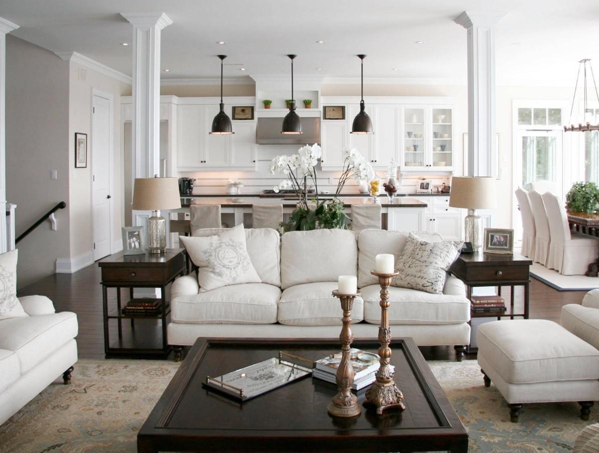 дизайн кухни гостиной в частном доме в светлых тонах