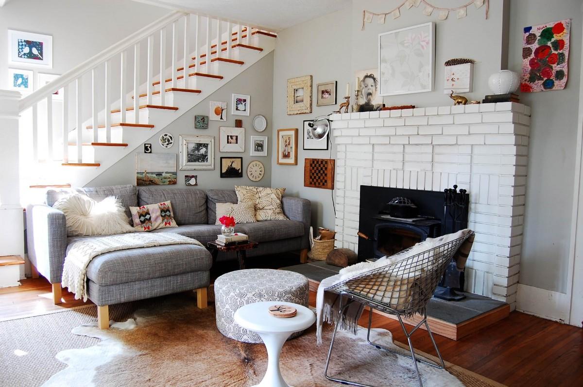 дом в скандинавском стиле интерьер гостиной с лестницей