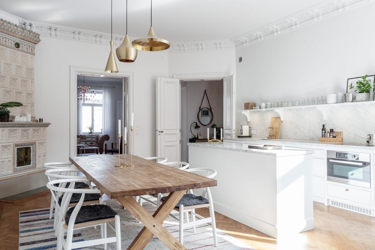 дом в скандинавском стиле интерьер кухни с нестандартной планировкой