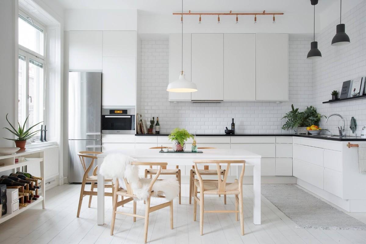 дом в скандинавском стиле интерьер кухни в белом цвете